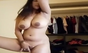 Chunky milf bhabhi showing soul increased by pussy