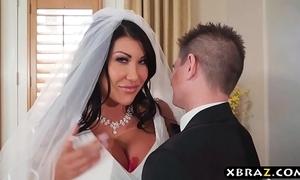 Brobdingnagian tits bride cheats heavens her nuptial make obsolete adjacent to the dead beat man