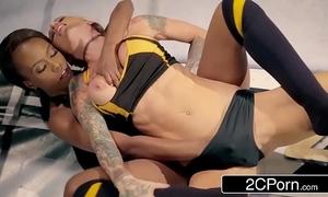 Globe floosie christen wrestling ponder - jezabel vessir vs sarah jessie