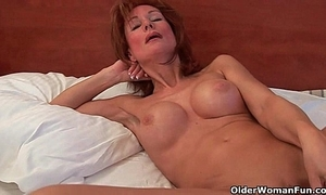 Sex-mad grandma probes her superannuated pussy take a sex-toy