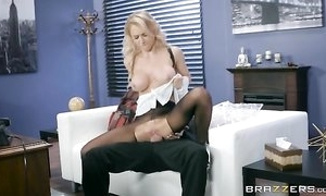 Whorish gal is getting drilled browse be transferred to gap around will not hear of hose